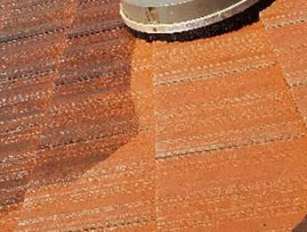 Cleaning a tiled roof