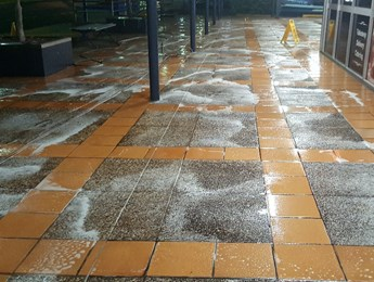Pavement cleaning at large shopping centre
